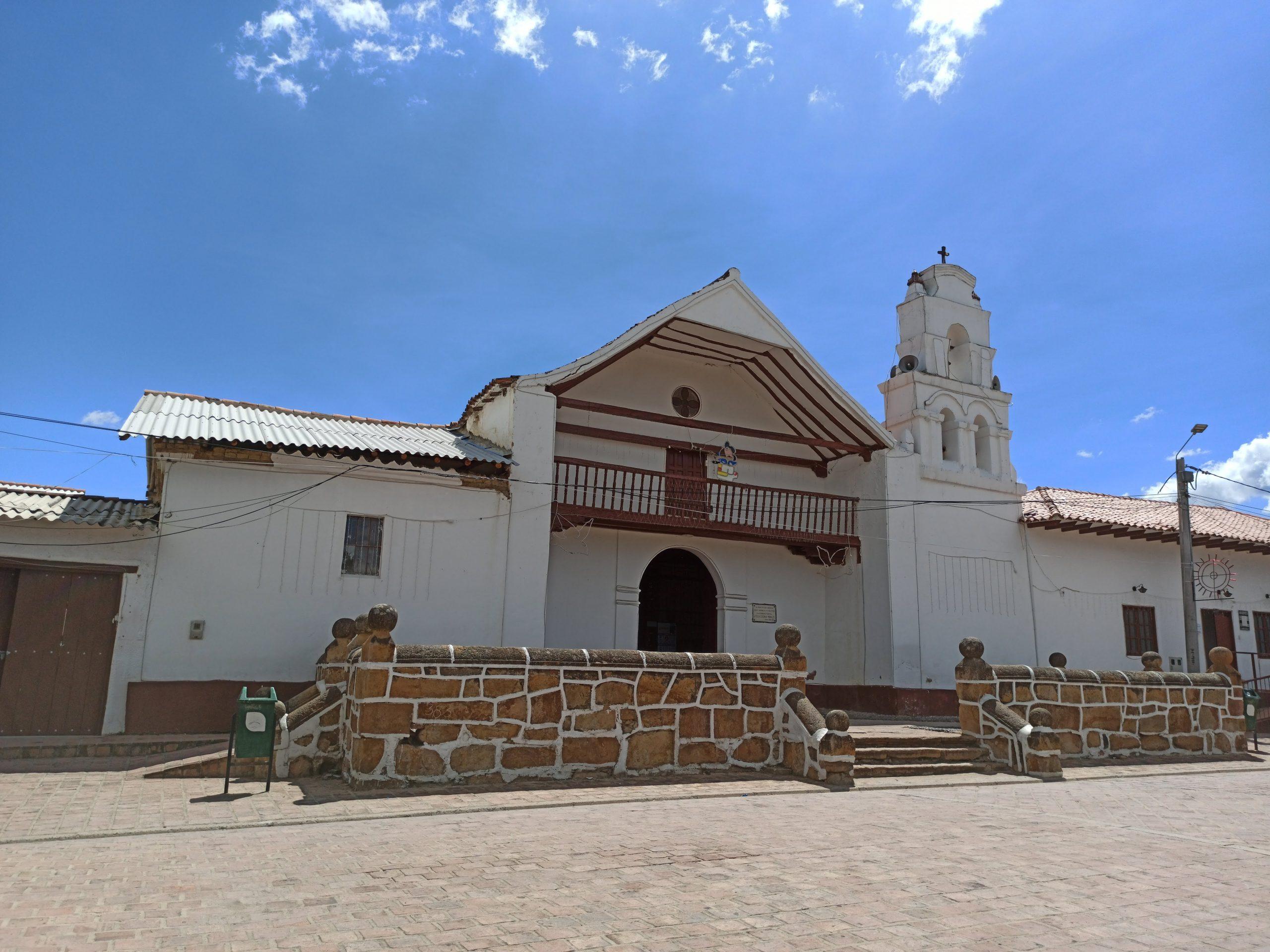 Vista a la iglesia de Sáchica